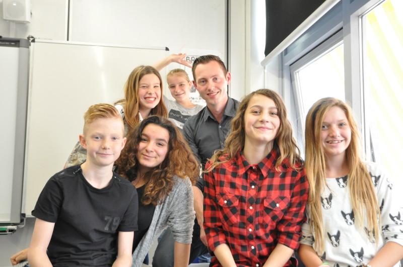 Michel Canninga met leerlingen